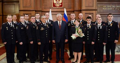 Глава ГИБДД Владимир Колокольцев вручил награды героям в погонах