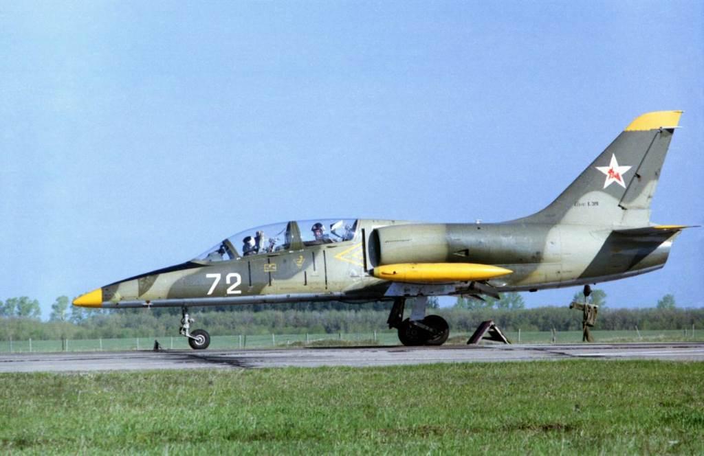 Учебный самолет Л-39